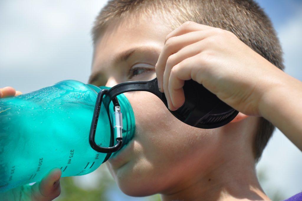 夏の子どもの水分補給