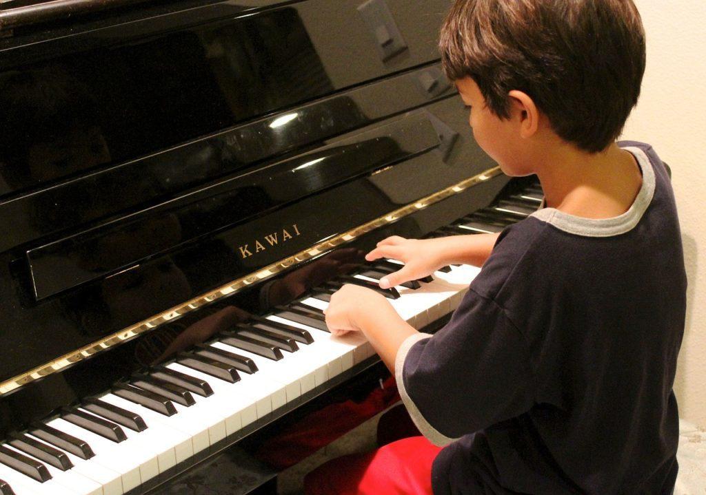 子供のピアノの習い事