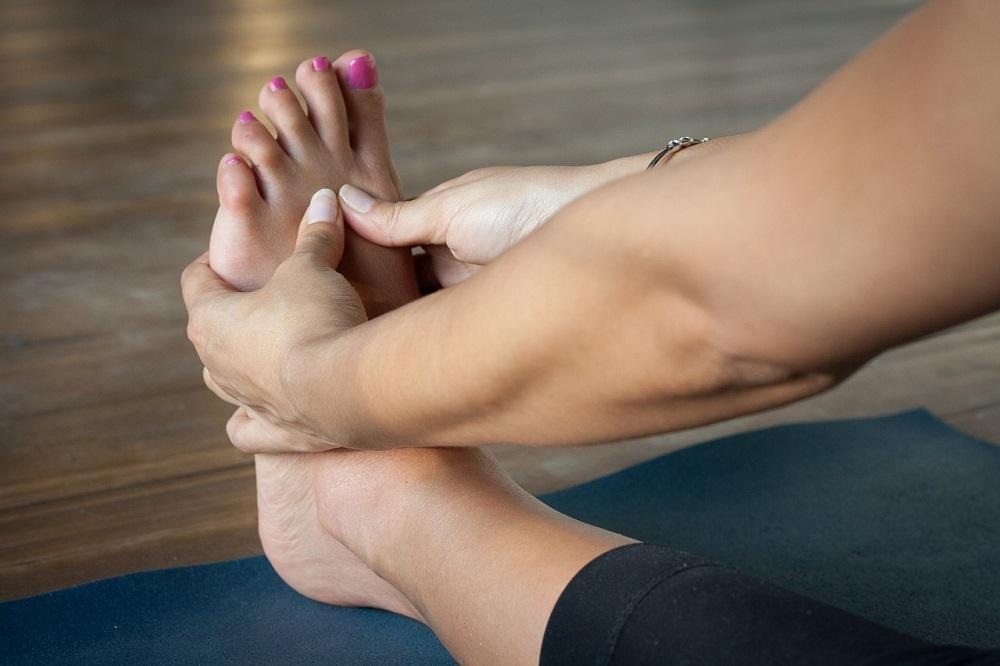 足のむくみをとる方法