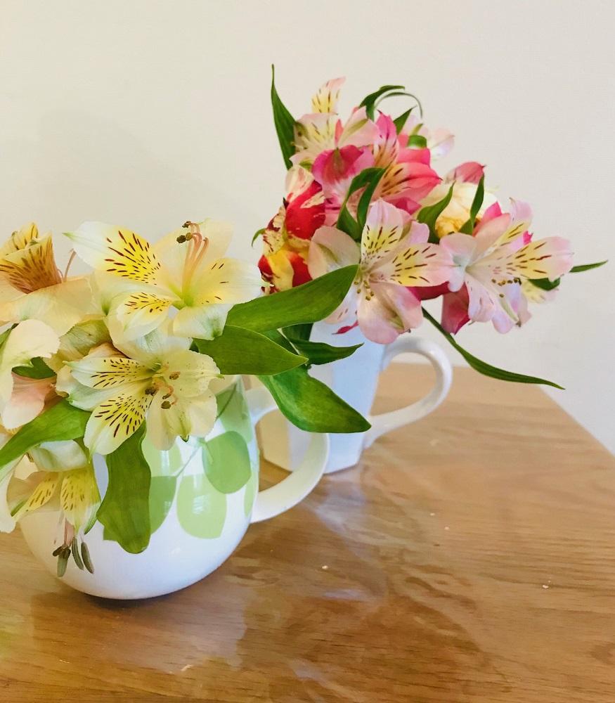 花瓶代わりにマグカップ
